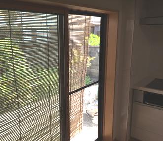 新たに設置したキッチン横の掃き出し窓