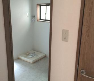 施工後に廊下から見た脱衣場