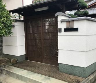 塗装も施した施工後の門扉