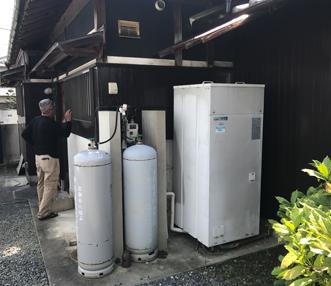 施工前の電気温水器