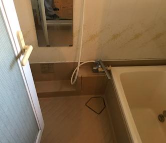 施工前の浴室洗い場