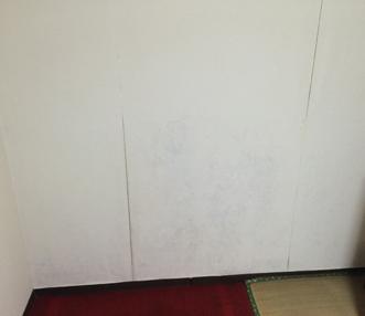 施工前のキッチンの際のクロス