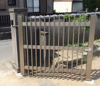 施工後の門扉の右側