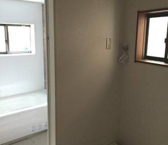 施工後の脱衣場から見た浴室