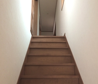 施工後の見上げた階段