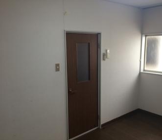 施工前の片開き戸