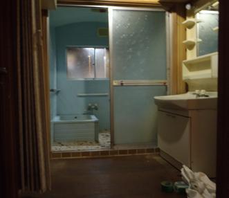 施工前の正面から見た浴室