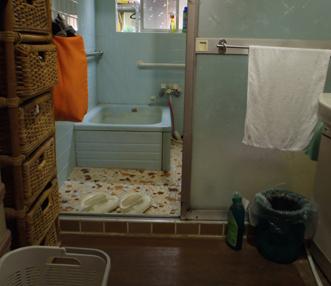 施工前の正面アップの浴室
