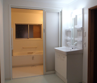 施工後の正面から見た浴室