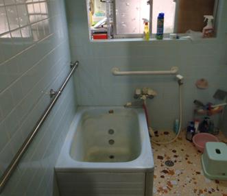 施工前の浴室内部