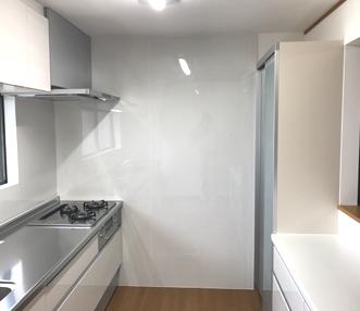 施工後のとキッチン周辺