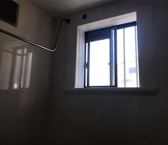 施工前の浴室窓
