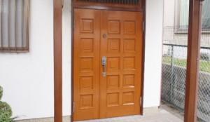 玄関ドアの塗り替え