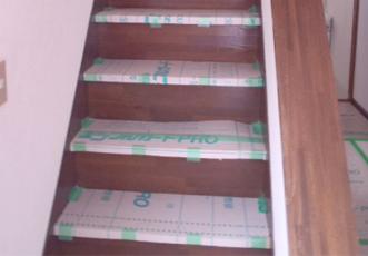 養生中の階段
