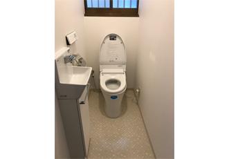 新しく手洗いカウンターを設置したトイレ
