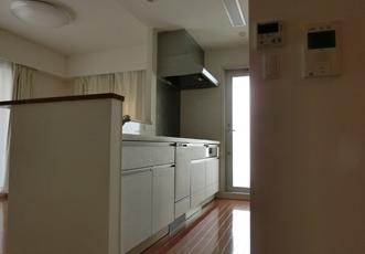ダイノックシートを貼って白になったキッチン