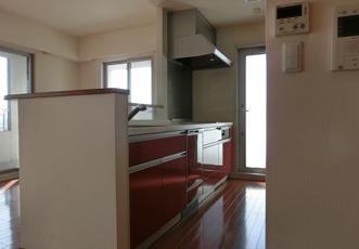 リフォーム前の真っ赤なキッチン