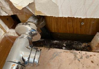 施工中の給水栓際
